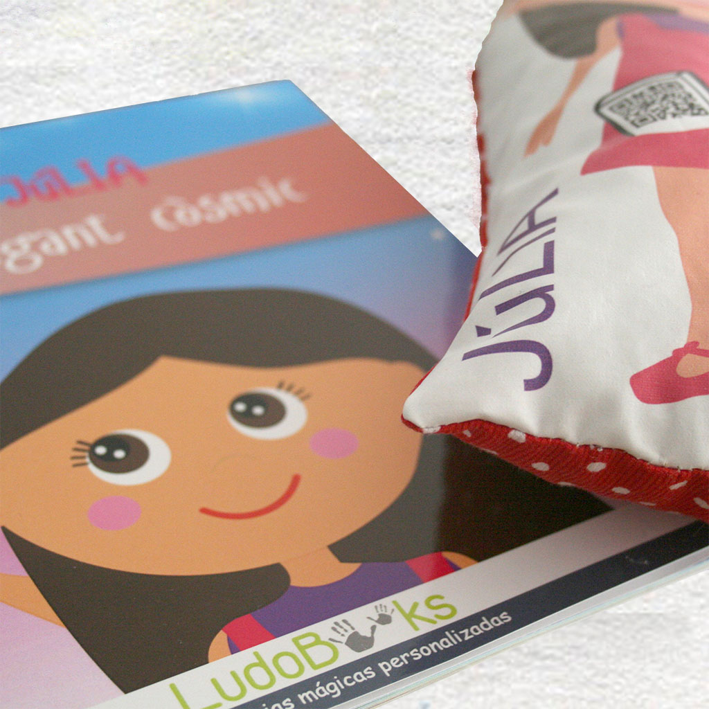 Regalos originales para niños. Libro y muñeco personalizado.
